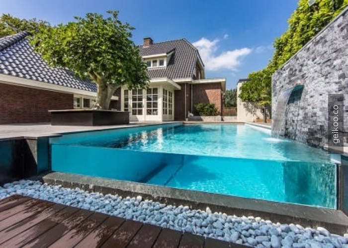 Cam yüzme havuzu