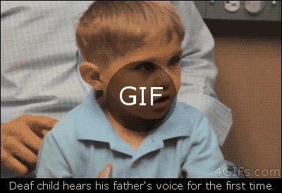 sağır çocuk hayatında ilk defa babasının sesini duyuyor