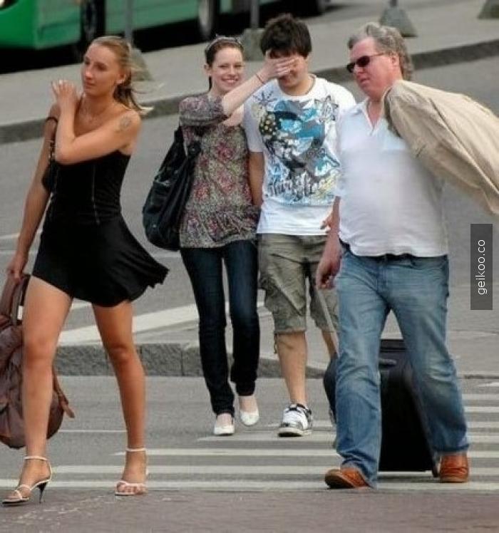 Kız arkadaşımla sokakta yürürken