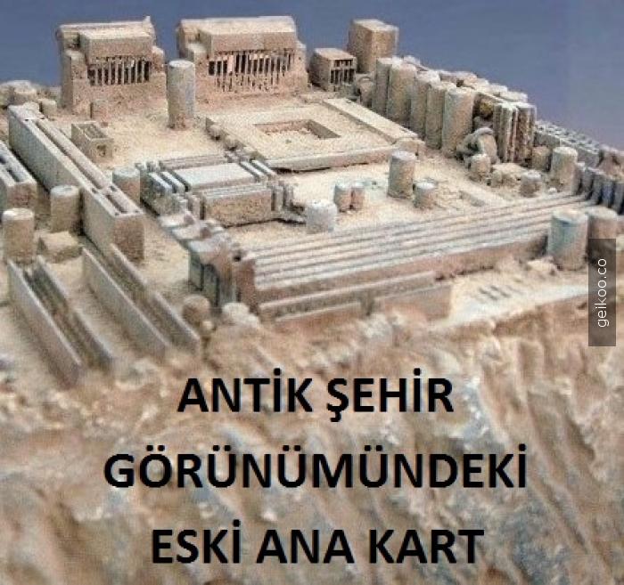 Antik şehir görünümündeki eski anakart