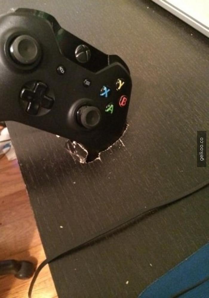 Xbox One kumandasını sanırım Nokia yapmış