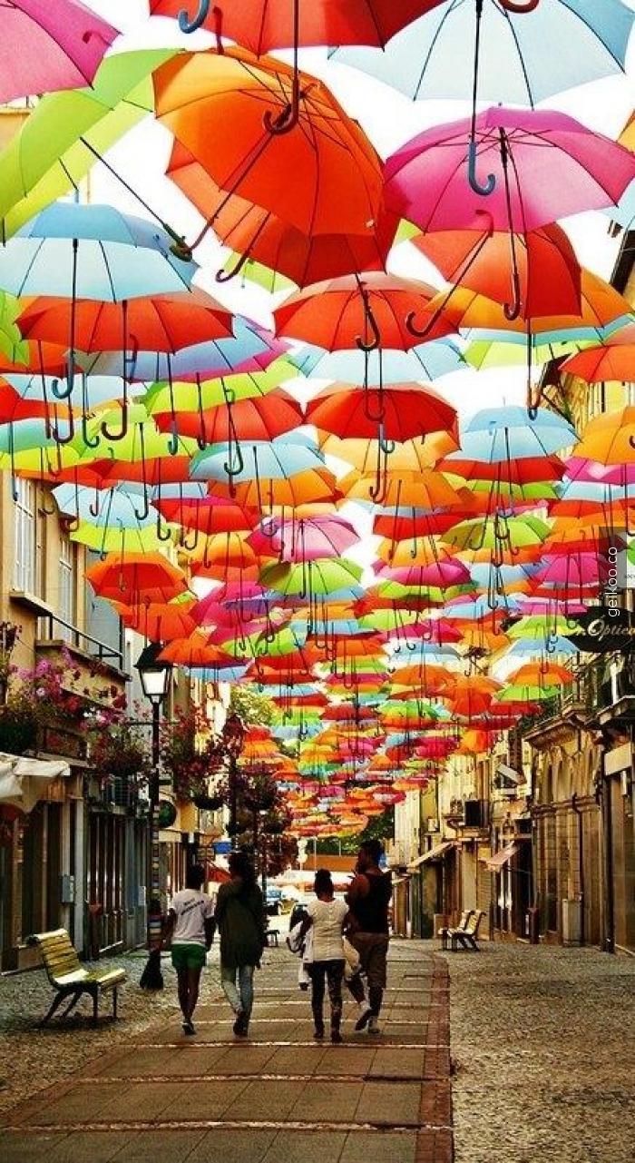 portekiz şemsiyeli sokak
